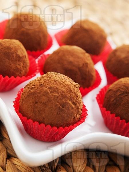 Домашни бонбони (топчета, трюфели) с шоколад, масло, орехи и какао - снимка на рецептата